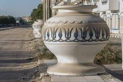 Grands pots sur une rue Hurghada Egypte Image stock