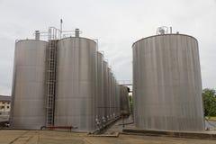 Grands récipients de réservoir en acier Photos stock