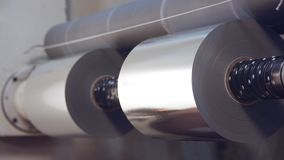 Grands rouleaux de épissure industriels de machine impression de papier brillant banque de vidéos