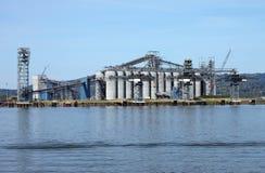 Grands silos dans l'état de Washington de Longview. Photo libre de droits