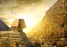 Grands sphinx et pyramides Photographie stock libre de droits