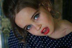 Grands yeux bleus d'un petit modèle Photos libres de droits