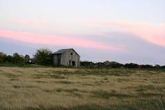 Granero de la puesta del sol imagenes de archivo