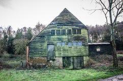 Granero de madera viejo Surrey Reino Unido Imagen de archivo libre de regalías