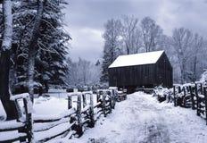 Granero de Nueva Inglaterra en invierno Foto de archivo libre de regalías