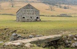 Granero de piedra tradicional, valles de Yorkshire Fotografía de archivo