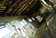Granero de vaca ruso abandonado imagen de archivo libre de regalías