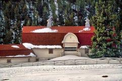 Granero del país en nieve en Colorado Foto de archivo libre de regalías