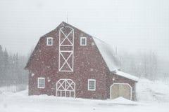 Granero en nieve Imágenes de archivo libres de regalías