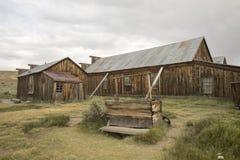 Granero exterior bien de madera en el campo, Bodie Foto de archivo libre de regalías