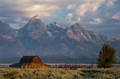 Granero histórico en el parque nacional magnífico de Teton Imágenes de archivo libres de regalías