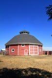 Granero redondo histórico único de la granja Fotos de archivo libres de regalías
