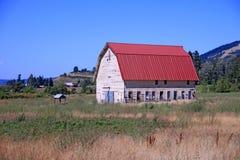 Granero rojo de Oregon imagen de archivo