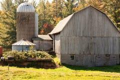 Granero viejo de la granja de la familia fotos de archivo