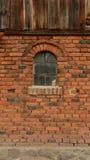 Granero viejo en pueblo polaco Foto de archivo