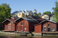 Granero viejo tres en el río Provoice Porvoo, Finlandia Fotos de archivo libres de regalías