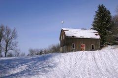 Granero y nieve Imagen de archivo libre de regalías