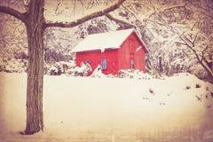 Granero y nieve del vintage Fotografía de archivo