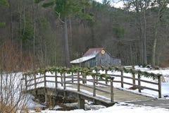 Granero y puente del edredón de la estrella ardiente Fotografía de archivo