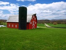 Granero y silo rojos fotografía de archivo libre de regalías