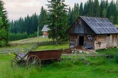 Granero y un carro Fotografía de archivo