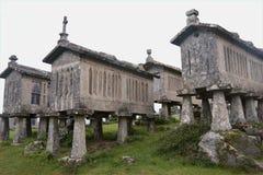 Graneros de piedra tradicionales, Portugal Imagen de archivo