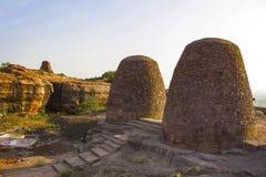 Graneros en la manera a Shivalaya superior - fuerte del norte, Badami Foto de archivo libre de regalías