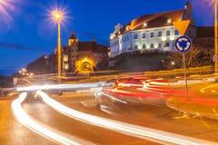 Graneros hermosos de Grudziadz en la noche fotografía de archivo