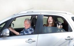 Granfather, nieto y perro en coche Imagenes de archivo