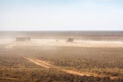 Grange abandonnée dans le désert Photos stock
