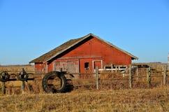 Grange abandonnée, oubliée, et fermée Photos libres de droits