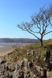 Grange-au-dessus-sables de crique blanche proche chez Arnside Images libres de droits