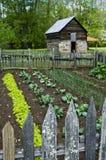 grange cultivant le jardin Images libres de droits