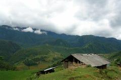 Grange dans les montagnes Images libres de droits