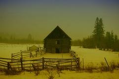 Grange dans une tempête de neige photographie stock