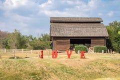 Grange de bétail en bois dans la ferme Photo stock