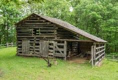 Grange de rondin - ferme de Johnson aux crêtes de la loutre Photographie stock libre de droits