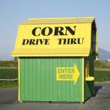 Grange de ventes de maïs photographie stock libre de droits