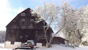 Grange en hiver Photos stock