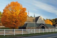 Grange en pierre d'automne Photo libre de droits