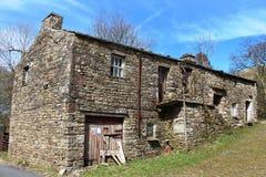 Grange en pierre Dentdale, Cumbria de bord de la route Image libre de droits