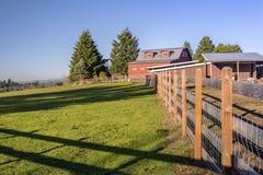 Grange et barrières Orégon de ferme de pays photographie stock
