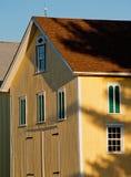 Grange jaune photographie stock libre de droits