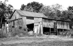 Grange ouverte noire et blanche Photo libre de droits