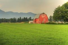 Grange rouge HDR photographie stock libre de droits