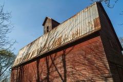Grange rouge rustique Images libres de droits
