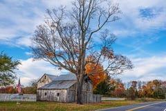 Grange rurale de bord de la route image libre de droits