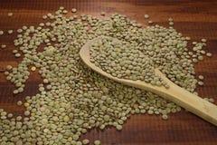 Grani della lenticchia, fonte di proteina vegetale e aminoacidi, fotografia stock libera da diritti