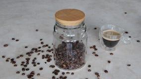 Grani di caff? in un barattolo di vetro archivi video
