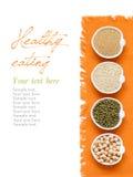 Grani organici crudi della quinoa e dell'amaranto, cece e fagioli verdi Immagini Stock Libere da Diritti
